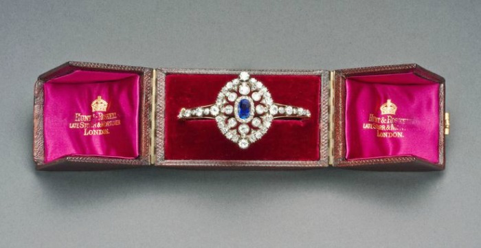 Victorian Hunt & Roskell sapphire and diamond bracelet, circa 1880. Converts to a bracelet. Shown in original box.