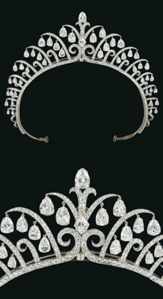 A stunning antique Art Deco tiara by Cartier, circa 1920's. Via Diamonds in the Library.