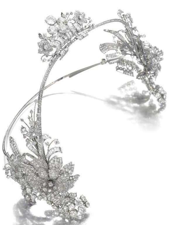 Art Deco diamond hair ornament by Cartier, circa 1930. Via Diamonds in the Library.
