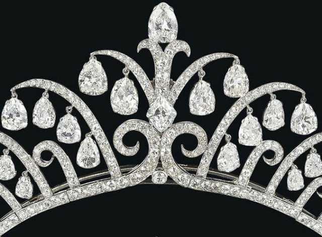Detail view of an amazing Art Deco tiara by Cartier, circa 1920's. Via Diamonds in the Library.
