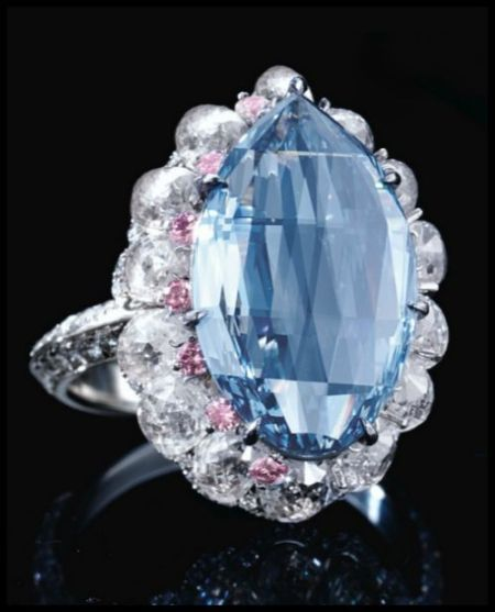 Amazing 6.9 carat blue diamond surround by white and pink diamonds.