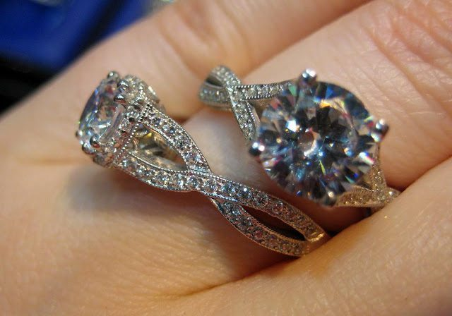 Two beautiful diamond engagement rings from the Tacori Ribbon collection. Via Diamonds in the Library.