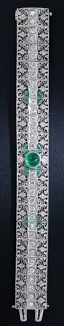 An antique emerald and diamond bracelet, circa 1910-1920. Via Diamonds in the Library.