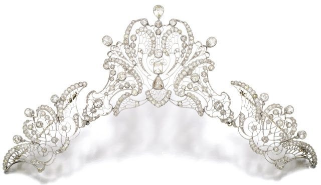 Antique platinum and diamond tiara, circa 1910. Via Diamonds in the Library.