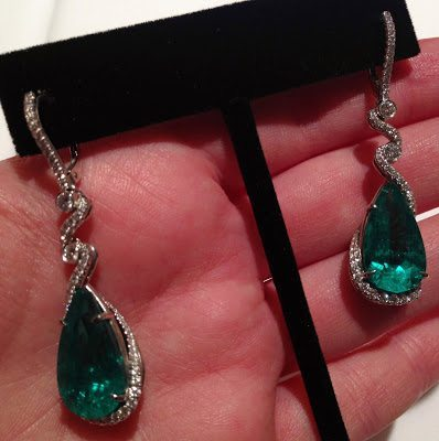 Diamond and emerald earrings by Omi Privé. Via Diamonds in the Library.