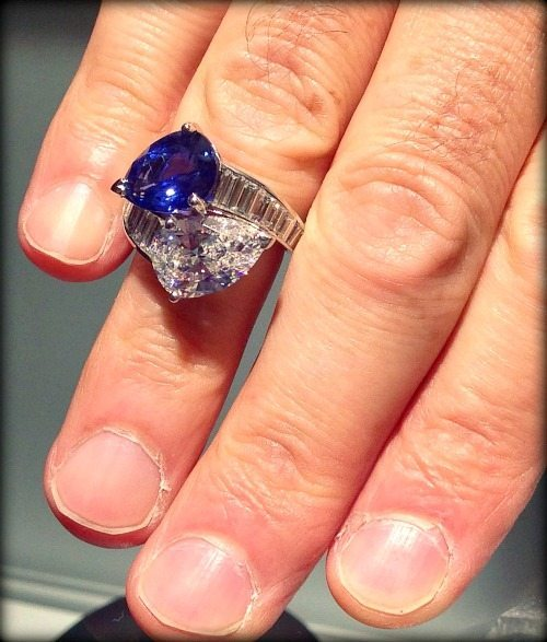 Sapphire and diamond moi et toi crossover ring by Oscar Heyman. Via Diamonds in the Library.