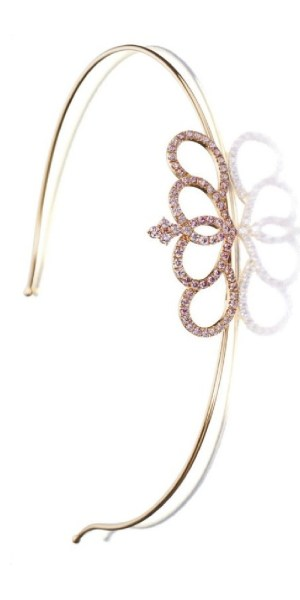Detail: Rose gold and pink diamond headband featuring 18 karat pink gold and pavé-set with 4.5 carats of brilliant-cut pink diamonds. Via Diamonds in the Library.