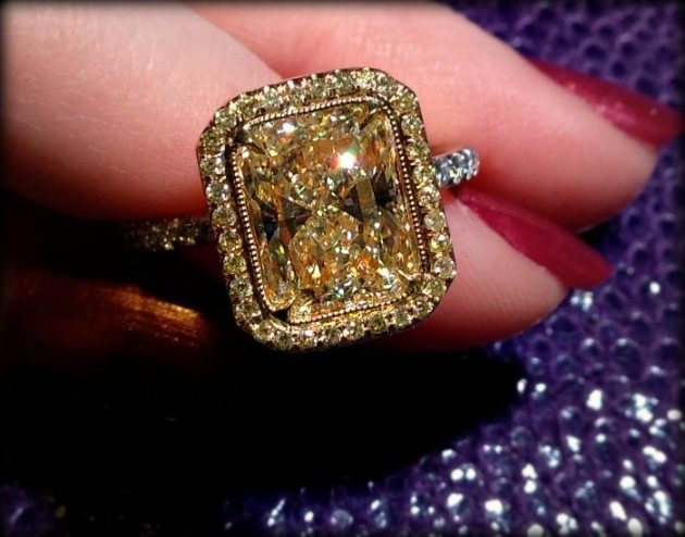 David Rovisky diamond yellow diamond ring in yellow gold. Via Diamonds in the Library,