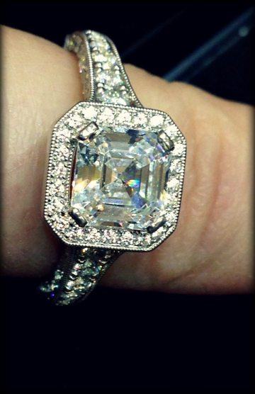 Jeff Cooper Hazelle diamond engagement ring. Via Diamonds in the Library.