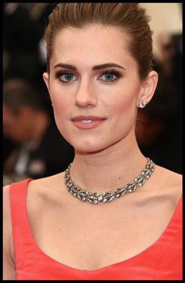 Allison Williams in antique diamonds by Fred Leighton at the 2014 Met Gala.