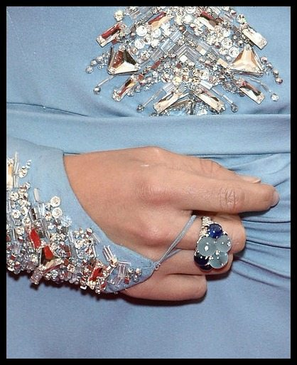 Elizabeth Olsen's Cartier cocktail ring at the 2014 Met Gala