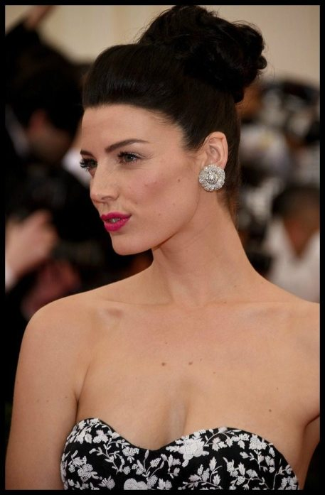 Jessica Pare's 1950s Fred Leighton diamond flower earrings at the 2014 Met Gala