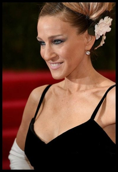 Sarah Jessica Parker in 4 carat antique Fred Leighton diamond earrings at the 2014 Met Gala.