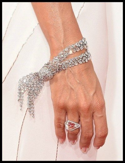 A diamond bracelet and ring by Lorraine Schwarz on Sofia Vergara at the 2014 Emmy awards.