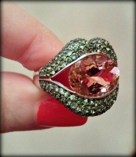 Loretta Castoro KissMe lip ring with a 5.3 carat pink tourmaline and tsavorite garnet-set lips.