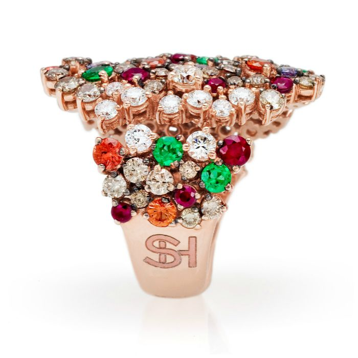 A fantastic cocktail ring from the Stefan Hafner Pegaso collection. Diamonds and gemstones in rose gold.