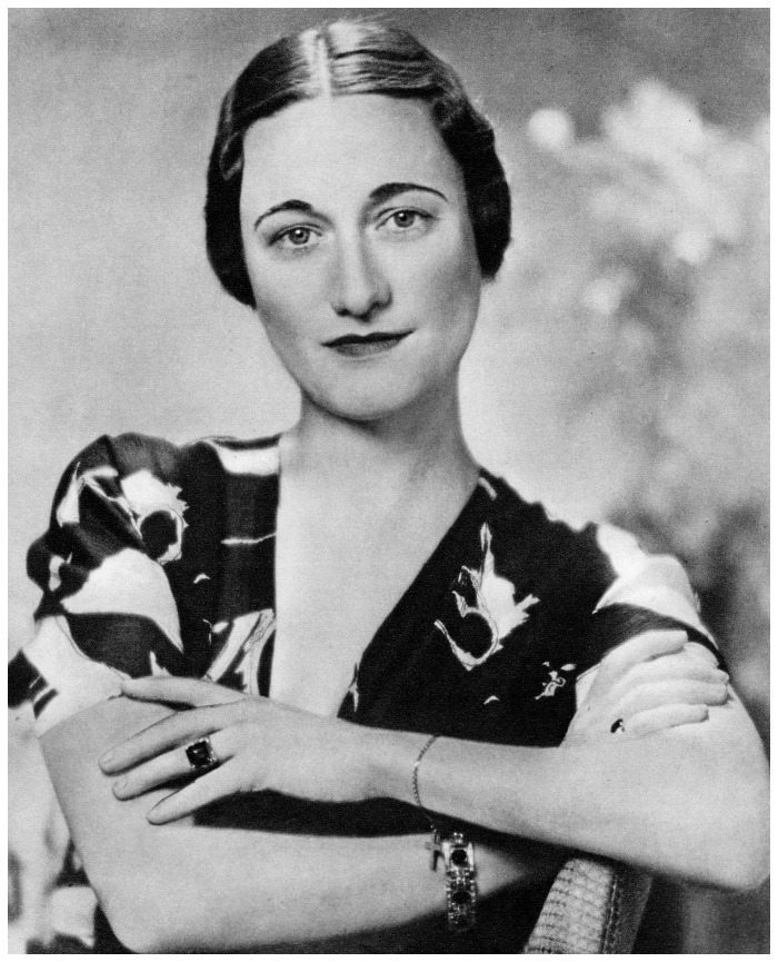 Portrait of The Duchess of Windsor in 1937 wearing her Cartier emerald engagement ring.