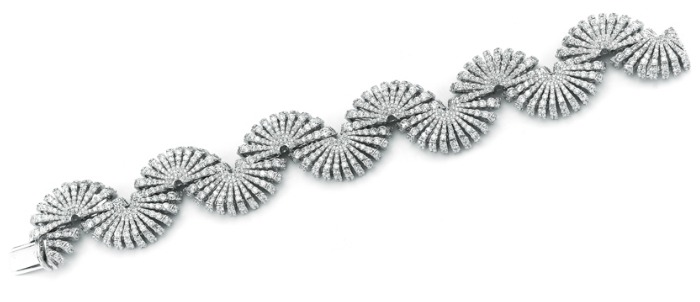 The Miseno Ventaglio bracelet in white gold with 20.94 carats of diamonds.