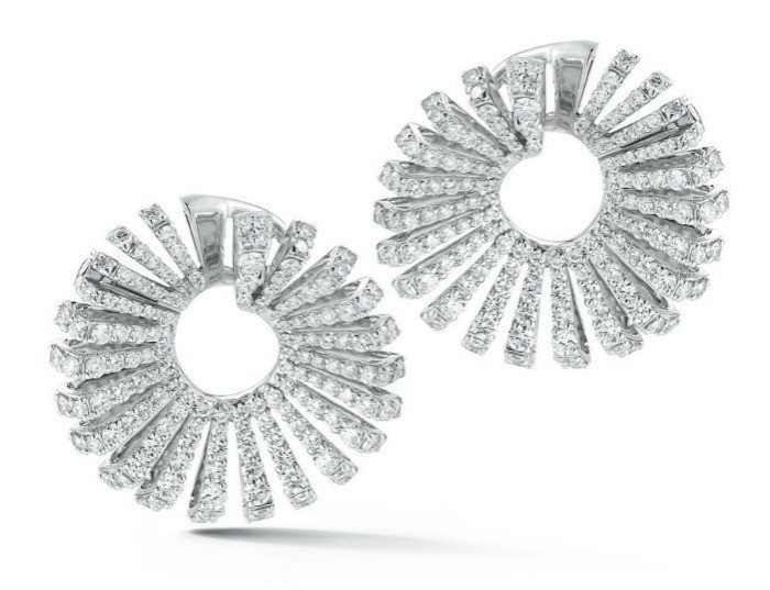 The Miseno Ventaglio earrings in white gold with 6.4 carats of diamonds