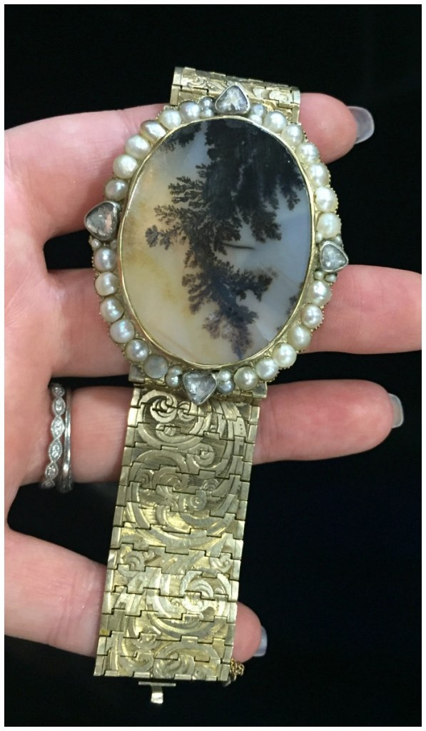 The most glorious agate and gold bracelet from MaryAnntiques.