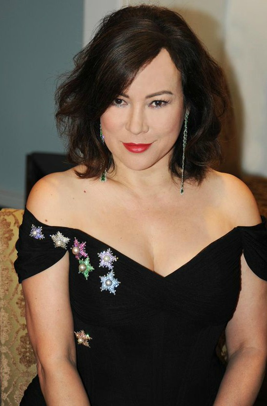 Actress Jennifer Tilly rocking a collection of JAR brooches.