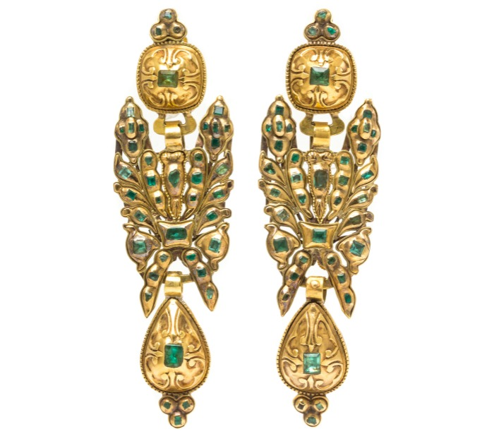 a-pair-of-antique-georgian-yellow-gold-and-emerald-convertible-pendoloque-drop-earrings-from-spain-or-portugal-can-also-be-worn-as-a-brooch