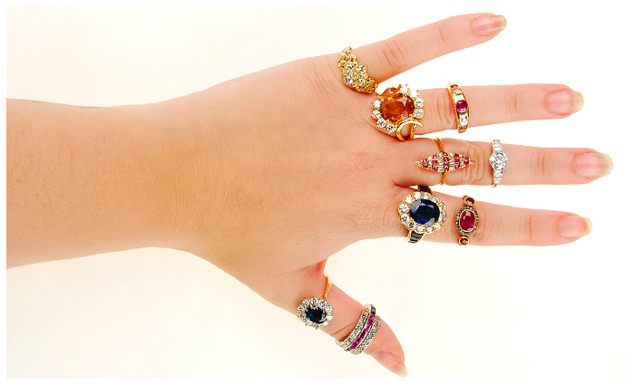 The upcoming Fellows auction has so many fantastic alternative engagement ring options! I love vintage rings.