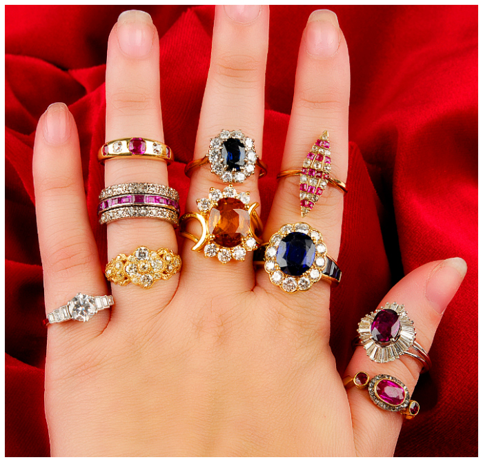 The upcoming Fellows auction has so many fantastic alternative engagement ring options.