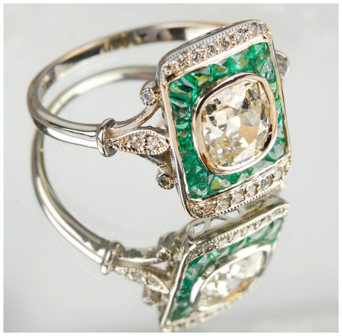 This antique emerald and diamond ring is so pretty! I think it would be an incredible alternative engagement ring.