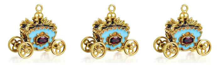 This tiny charm in the shape of a golden carriage features blue enamel and several gemstones. In the Fortuna Summer Jewels Sale.