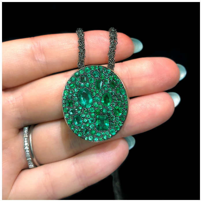 I love this emerald pendant! It's by Antonini Milano, one of the Extraordinary Italian jewelry brands I saw in Las Vegas.