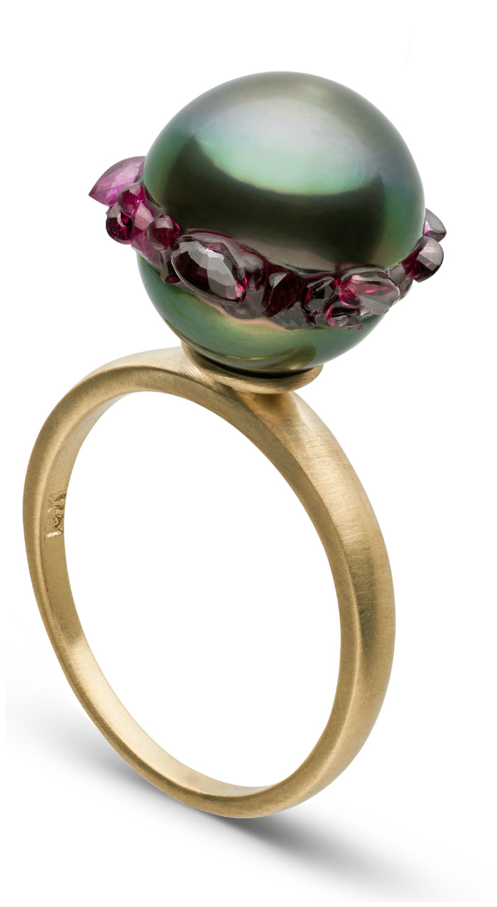 A beautiful pearl ring from the little h Spiral collection. The pearl is set with rubies!!