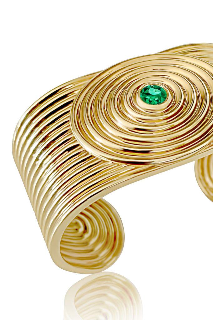 Universum cuff bracelet by ALMASIKA. In gold with tsavorite garnet.