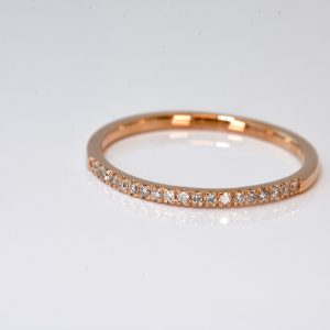 10 kt rose gold diamond band
