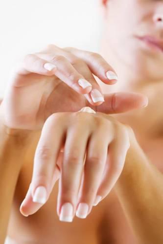 De ce trebuie sa folosesti o crema de maini?