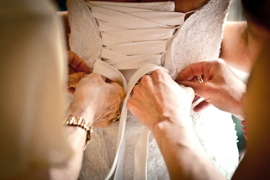 How To Get Gorgeous Getting Ready Wedding Photos