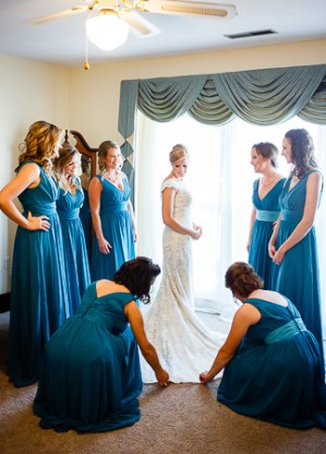 getting ready bridal wedding photos at the island house wedding venue charleston sc