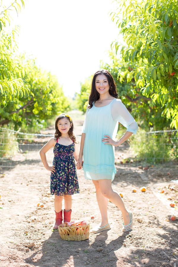 schnepf-farms-peach-orchard-fruit-shoot-picking-diana-elizabeth-photography-017