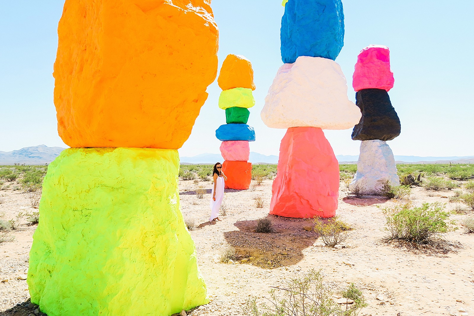 las-vegas-travel-blogger-trip-arizona-diana-elizabeth-blog-com-seven-magic-mountains-_0016