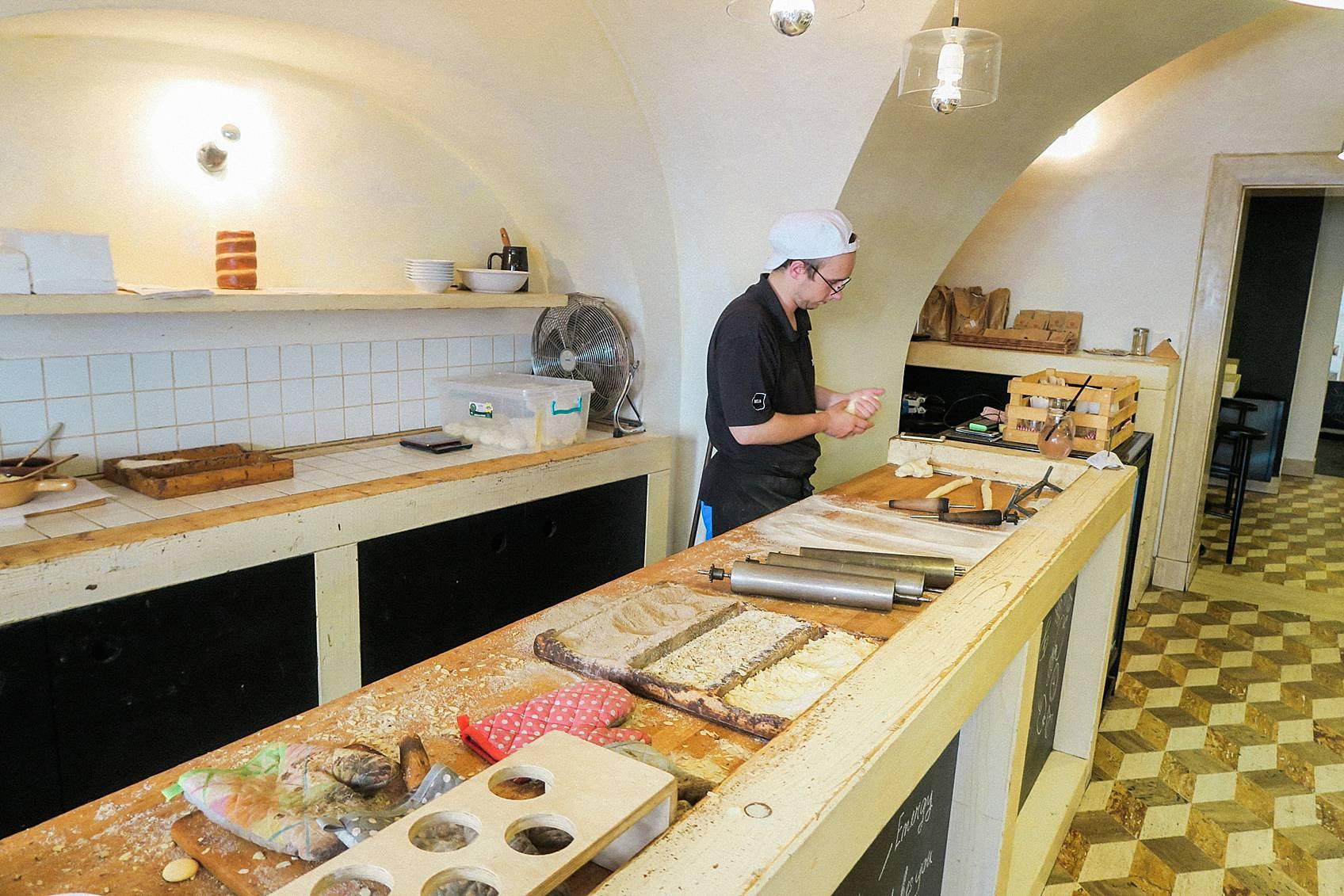 Trdelnik in Prague making