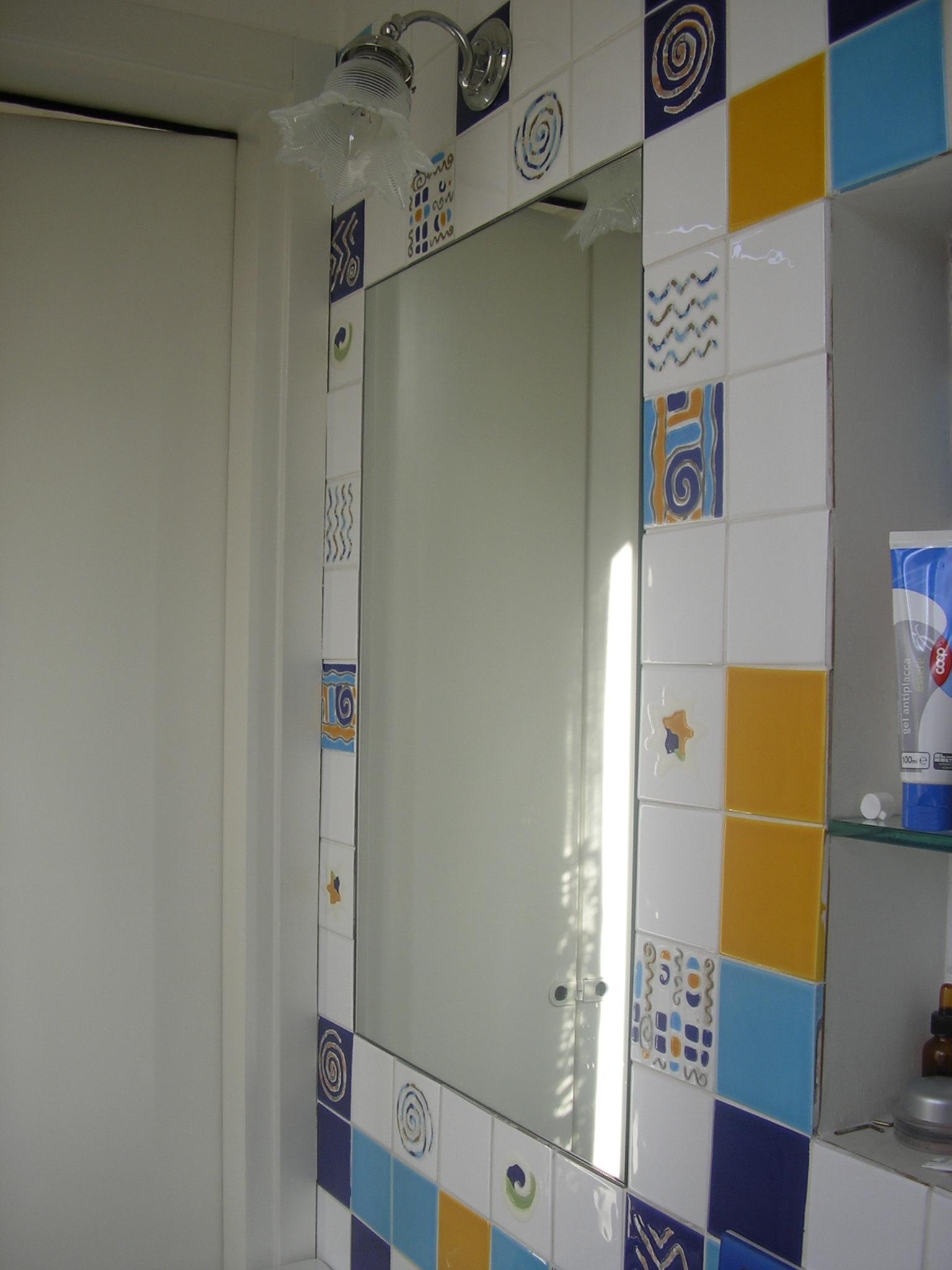 Altezza specchio bagno piano per lavabo in appoggio su misura