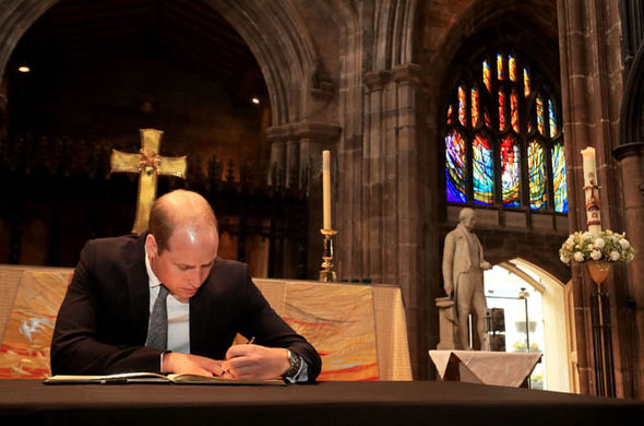 Prince William signed a book of condolences Photo (C) GETTY IMAGES