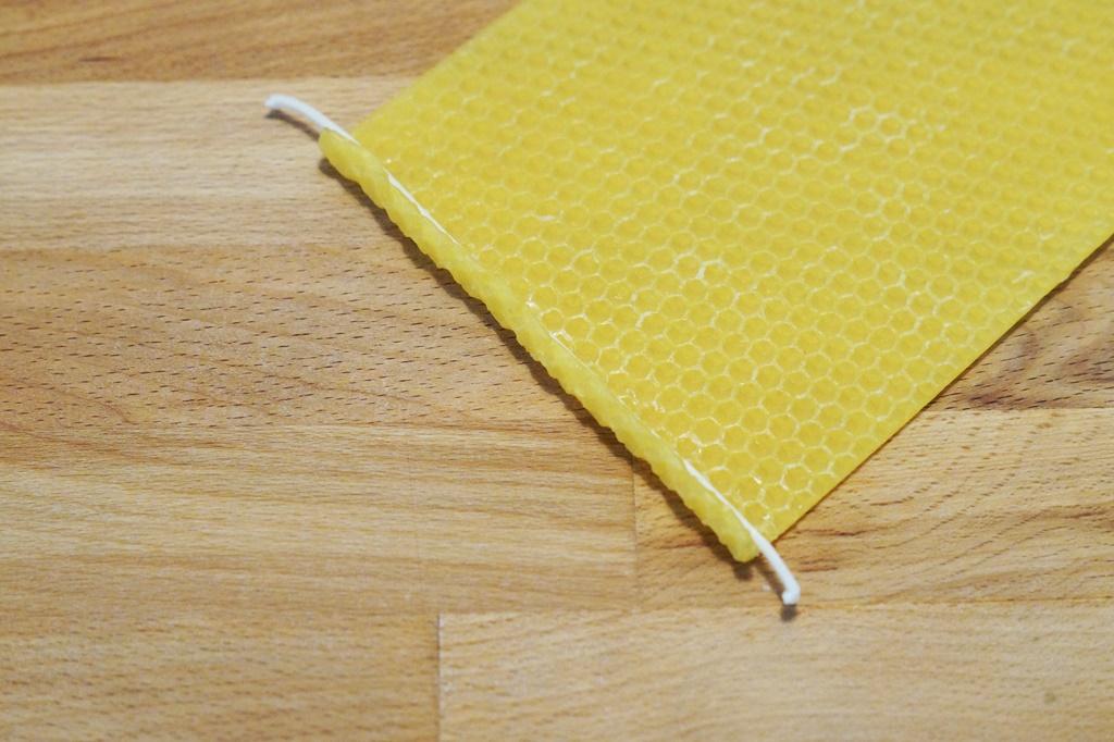 Bienenwachsplatten rollen