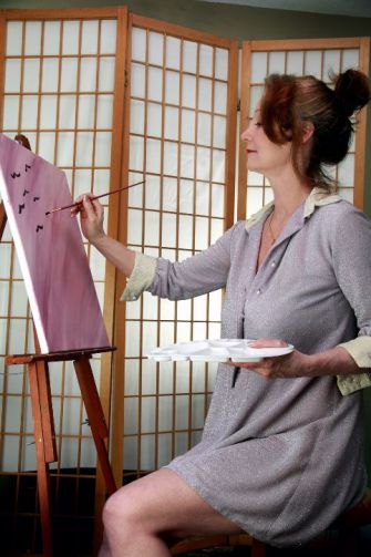 woman_posing_painting_short_dress