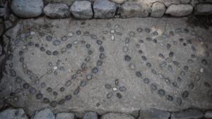 hearts-rock-pattern