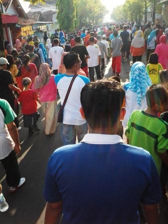 JJS...ribuan orang tumpah ruah di jalan :)