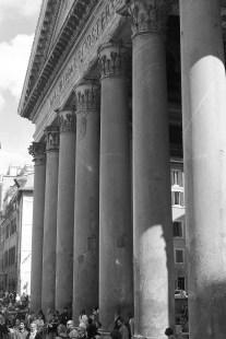 2016april23_rome_pantheon-1_bw