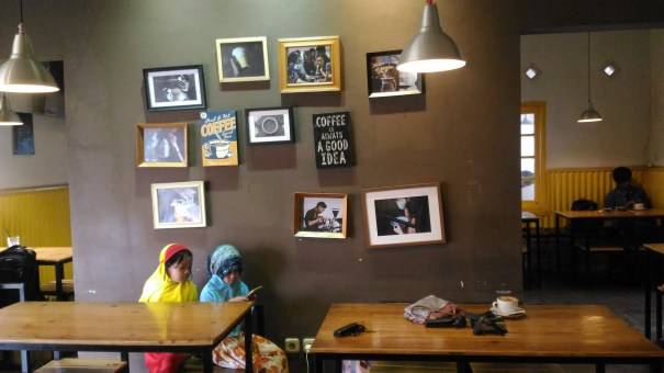 me time di Yellow Truck Coffee Bandung