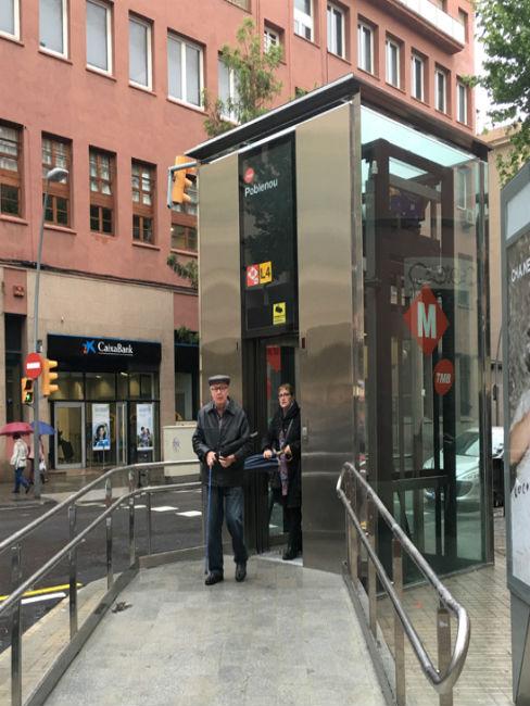 accessibilitat metro Poblenou