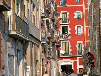 agredir-barri-raval-barcelona-dispacitat